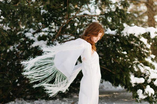 Bride in a knit shawl in the snow